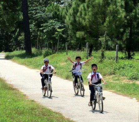 Children cycling in Vietnam