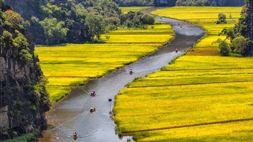 Ninh Binh, part of the beautiful landscapes of Trang An