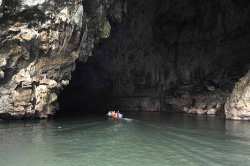 The entrance to Kong Lor Cave