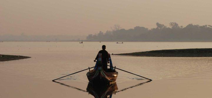Rowing boat near Amarapura
