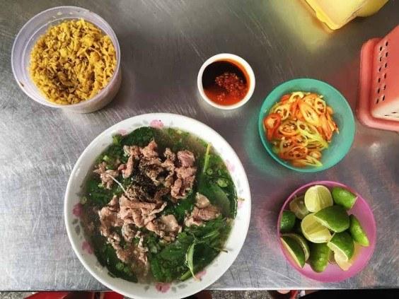 Vietnamese street food (Photo: Annie Edwards, Roaming Hunger)