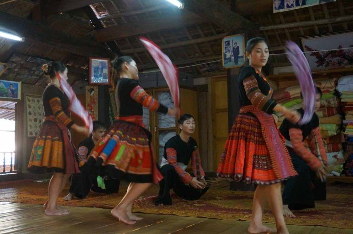 Traditional dance performance at a homestay in Mai Chau