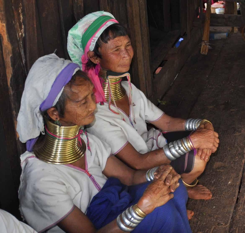 Kayan women in Loikaw (copyright: Alex Shaw)